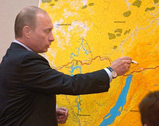 Путин рисует на карте России