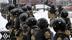 Мишустин повысит зарплаты правоохранителям