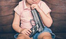 Трехлетний мальчик выстрелил себе в голову из пистолета
