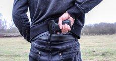 Неизвестный обстрелял подростков около школы в Волгоградской области