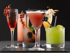 Нарколог назвал коктейли самыми опасными алкогольными напитками