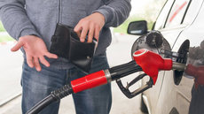 В России дорожает бензин на заправках