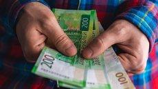 Все больше стран раздает деньги бедному населению