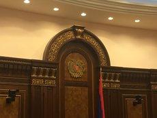 В армянском парламенте снова подрались депутаты