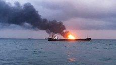 В Охотском море потушили горящий траулер с моряками