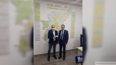 Глава избиркома Коми передал Шугалею временное депутатское удостоверение