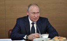 Путин предложил поднять зарплаты космонавтам