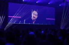 Новая угроза: Сноуден рассказал о смартфонах и личных данных