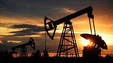 Добыча нефти в России упала почти на 12%