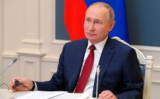 Путин одобрил участие волонтеров в политике