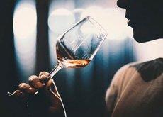 Врачи рассказали о тайных признаках алкоголизма