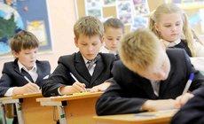 Путин изменил дату начала разовых выплат на школьников