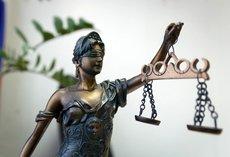 Суд отказался выпускать