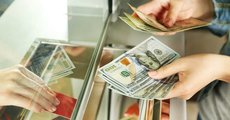 Эксперт посоветовал россиянам покупать доллары