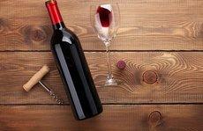 Жительница Красноярска выпила красное вино и умерла