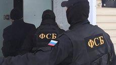 ФСБ задержала мужчину за угрозы напасть с оружием на школу