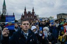 Политики, атаман и звезды поправят Конституцию для Путина