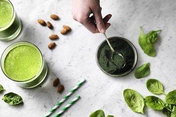 Зеленые порошки, которые нужно добавлять в пищу