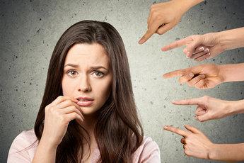 Как справиться с социальной тревожностью и не бояться общественного мнения