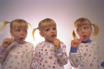 Близнецы по-разному реагируют на пищу из-за кишечных микробов