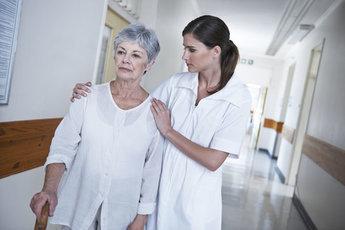 После 60 лет женщины в два раза чаще страдают болезнью Альцгеймера, чем мужчины
