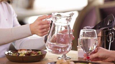 Стоит ли запивать еду водой