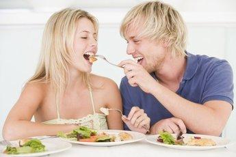 Мы едим больше, если едим не одни