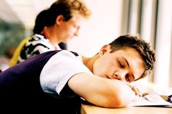 Более трех часов в день в соцсетях  ведет к расстройству сна у подростков