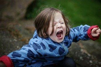 Пять способов успокоить ребенка, когда он истерит
