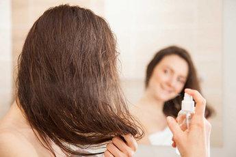 Эксперты назвали лучший стимулятор роста волос