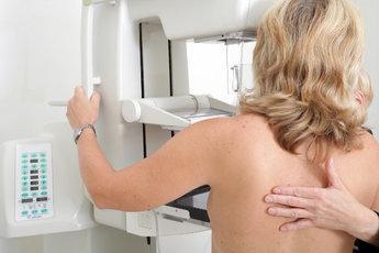Рак груди чаще встречается у женщин старше 40 лет