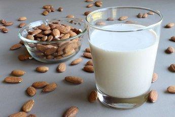 В поисках кальция: подробно о миндальном молоке