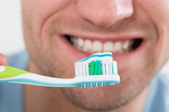 Чистка зубов дважды в день предотвращает импотенцию